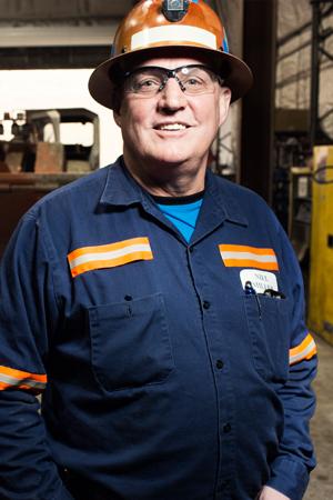 O gerente de manutenção móvel da Klondex, Neil Miller, afirma que, apesar da frota envelhecida da Fire Creek, os custos operacionais dos equipamentos móveis giram em torno de 21% dos custos totais da mineração.